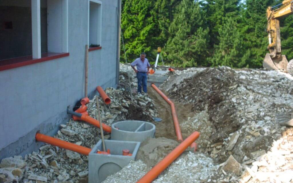 realizzazione scavi per impianti fognari Asiago